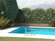 Zwembad in volle zon