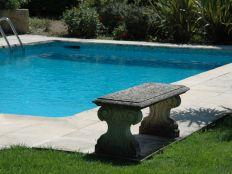 Prachtig gelegen aan rand van zwembad