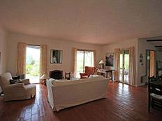 Comfortabel interieur beneden in de living